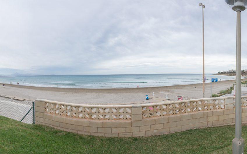 Disfruta de estas espectaculares vistas frontales al mar desde tu adosado en Cabo huertas!