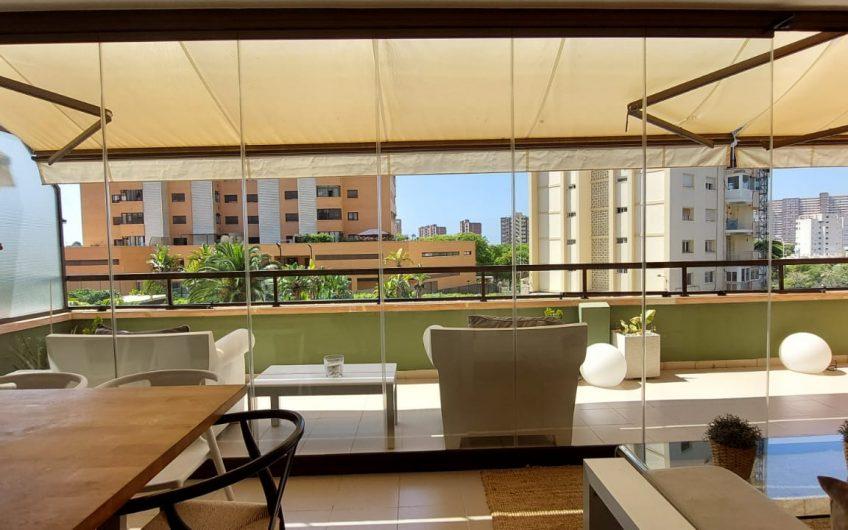 Av Condomina. Piso con amplia terraza en perfectas condiciones!